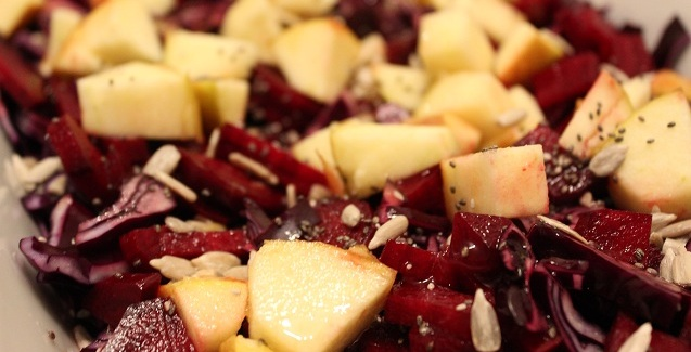 Rød, sprød salat med nødder