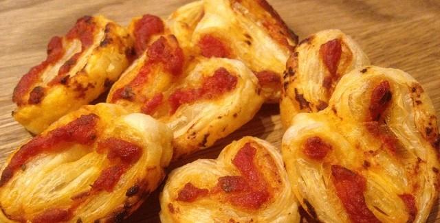 Grillsnack med butterdej og pizzasauce