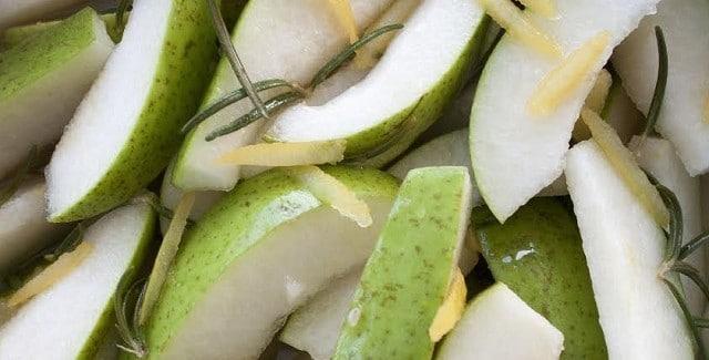 Pærer i citron og rosmarin – til ostebordet