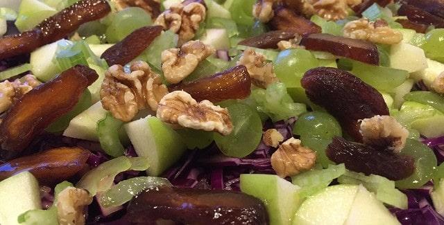 Rødkål med nødder og frugter