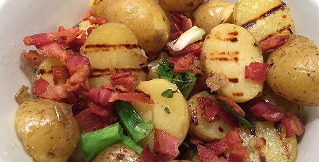 Grillet kartoffelsalat med bacon vinaigrette