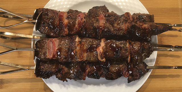 Steakspyd med bacon og barbecuesauce